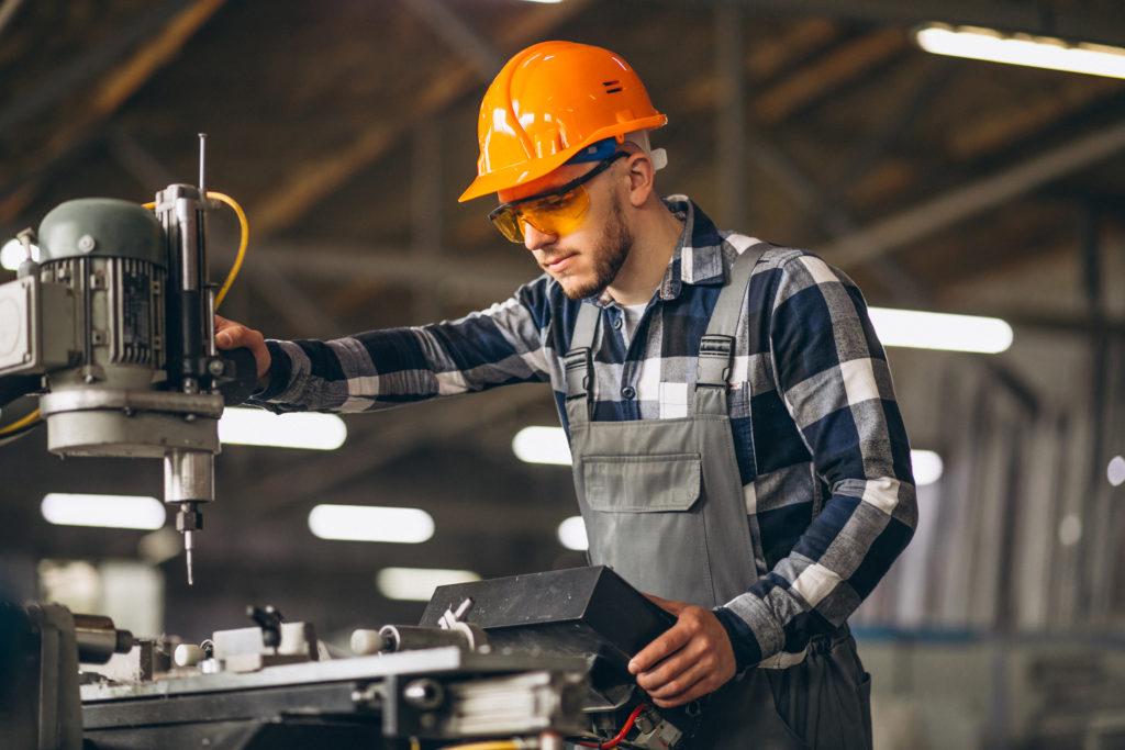 Травма на производстве заводе или стройплощадке